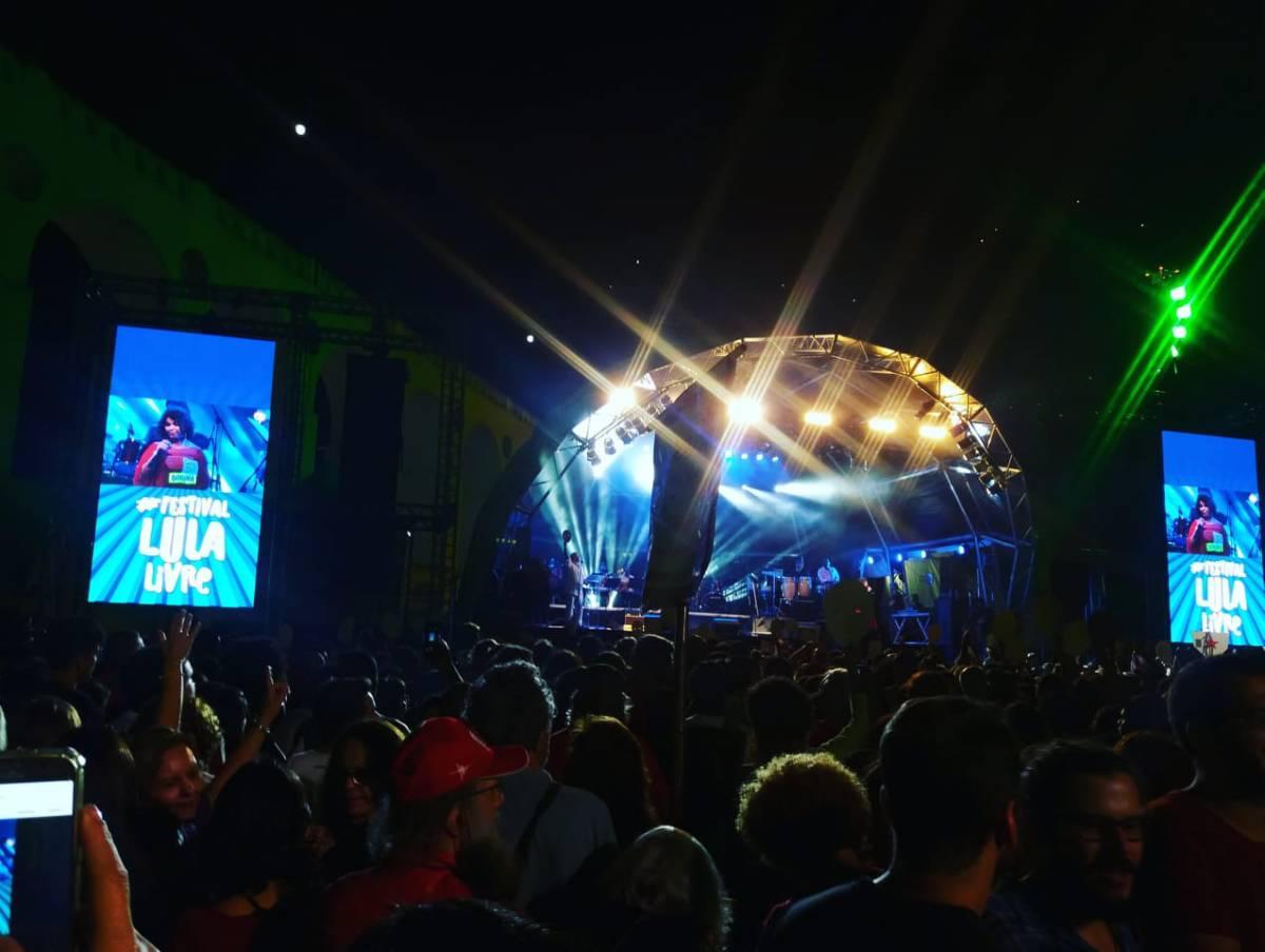 Cresce o canto pela democracia. #Lulalivre é o grito da multidão de 50 mil pessoas presentes