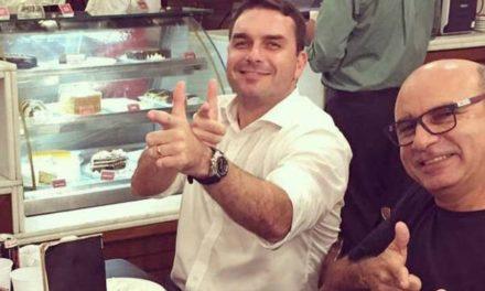 Favela dominada por milícia é modelo <p>segundo Flávio Bolsonaro